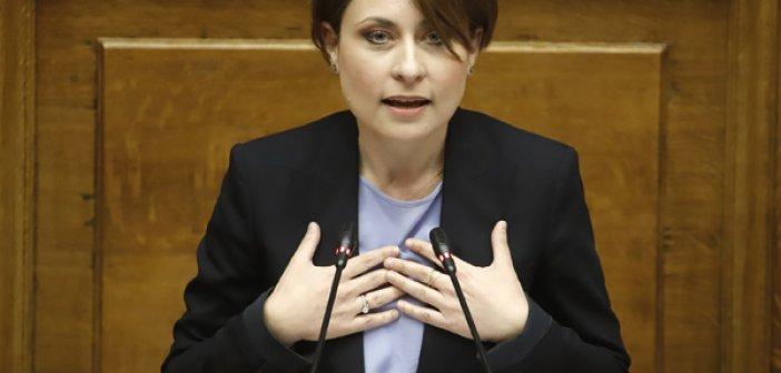 Πάτρα: Αντιεξουσιαστές πήραν στο κυνήγι βουλευτή της ΝΔ – Τρόμος για την Χριστίνα Αλεξοπούλου