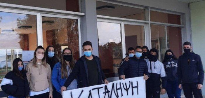 Κλιμάκωσαν τις αντιδράσεις τους οι μαθητές της ΕΠΑΣ ΟΑΕΔ του Αγρινίου