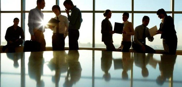 Ριζικές ανατροπές στα εργασιακά -Τι αλλάζει σε 8ωρο, υπερωρίες, απεργίες και γονικές άδειες