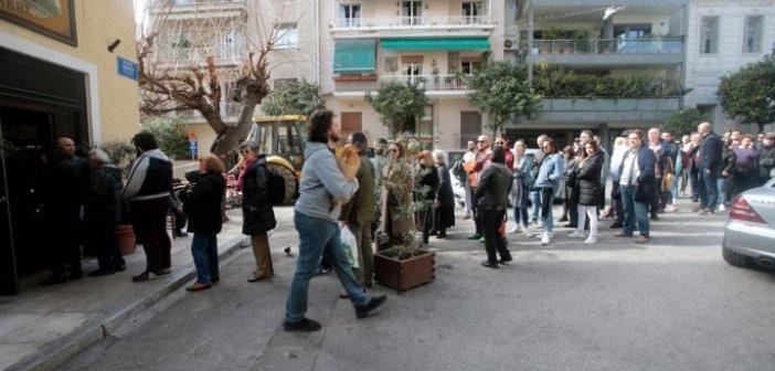 Πέθανε ο θρυλικός φούρναρης που μοίραζε λαγάνα στο Κουκάκι