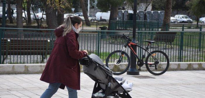 Έρχονται οι «νταντάδες της γειτονιάς»: Τι προβλέπει το πρόγραμμα – Ποιες ηλικίες αφορά