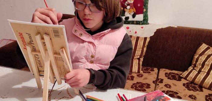 Καλύβια Αγρινίου: Η 11χρονη Νεκταρία ζωγραφίζει για φιλανθρωπικό σκοπό