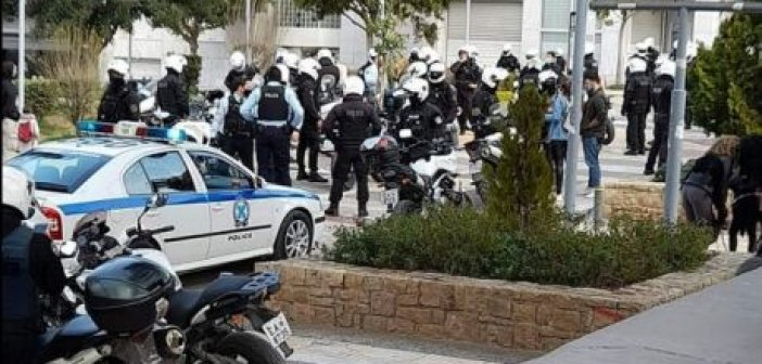 Εισαγγελική παρέμβαση για τη Νέα Σμύρνη και το άγριο ξύλο αστυνομικών σε πολίτες