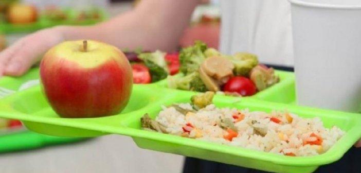 ΟΠΕΚΑ: Αρχίζει ξανά το πρόγραμμα «Σχολικά Γεύματα»