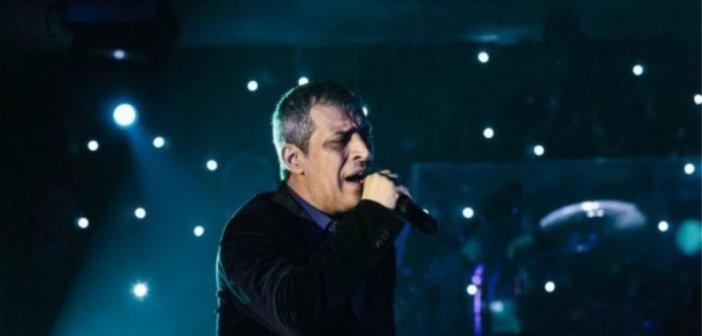 Δείτε βίντεο με τον Θέμη Αδαμαντίδη να τραγουδά στο κατάμεστο «Bella Vita Night Club» εν μέσω πανδημίας!