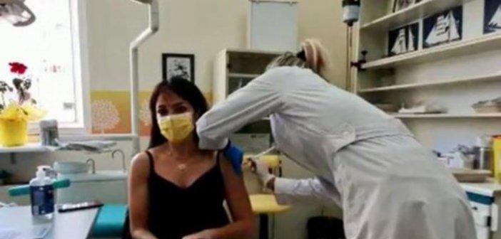 Δόμνα Μιχαηλίδου: Εμβολιάστηκε με AstraZeneca (vid)
