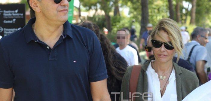 Μπαλατσινού – Κικίλιας: Με τον τεσσάρων μηνών γιο τους στο κέντρο της Αθήνας