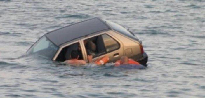 """Προβλήτα Ρίου: Πήγε να κάνει αναστροφή και του """"έφυγε"""" το αυτοκίνητο στη θάλασσα"""