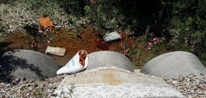 """Τα μπάζα """"επέστρεψαν"""" δίπλα στον Αχελώο (ΦΩΤΟ)"""