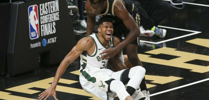 NBA, Χοκς – Μπακς: Τραυματίστηκε ο Γιάννης Αντετοκούνμπο – Αποχώρησε υποβασταζόμενος