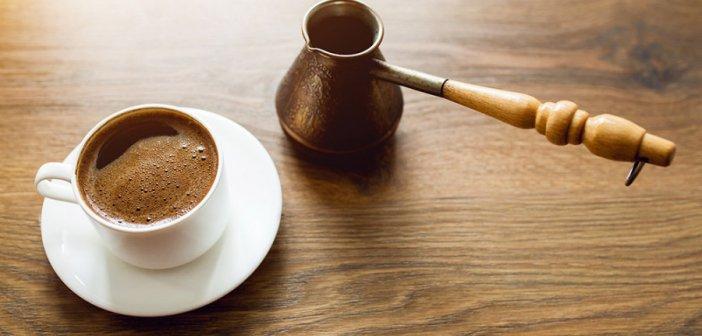 Αγρίνιο: Σέρβιρε τρεις πελάτες εντός του καφενείου και θα πληρώσει πρόστιμο