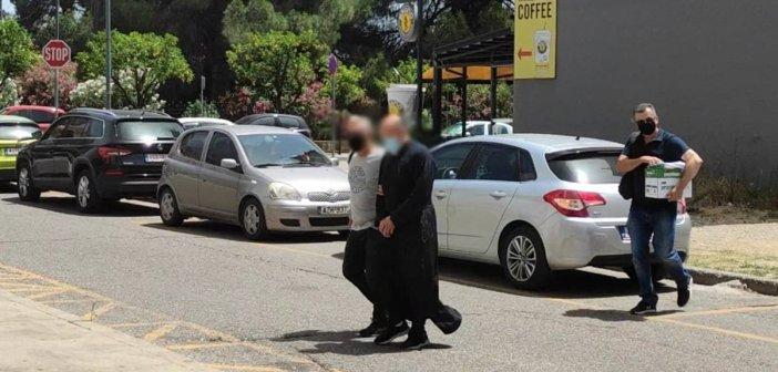 Αγρόνιο: Από πλαϊνή πόρτα στην ανακρίτρια ο ιερέας