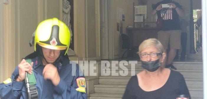 Πάτρα: Συναγερμός στο Δημαρχείο – Εκκενώθηκε λόγω βραχυκυκλώματος! (εικόνες)