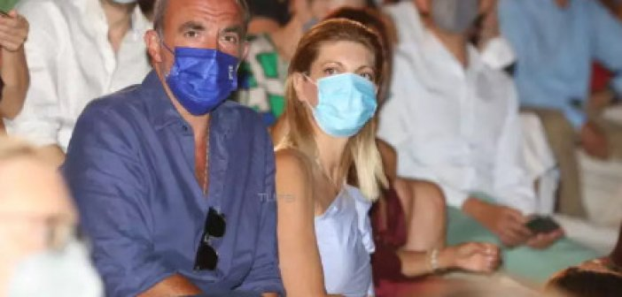 Νίκος Αλιάγας: Σπάνια εμφάνιση με τη σύζυγό του στο Ηρώδειο