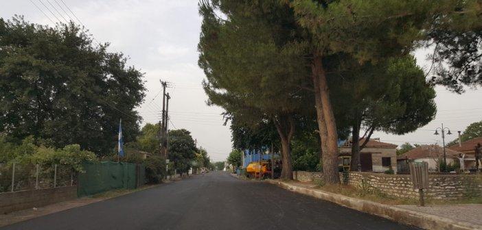 Καλύβια: Ασφαλτοστρώθηκε η κεντρική οδός στον οικισμό Αγίου Γεωργίου