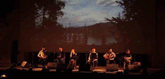 """Αγρίνιο: Ενθουσίασε το κοινό η Αρετή Κετιμέ στη μουσική παράσταση """"Τα κλέφτικα"""" (φωτογραφίες)"""