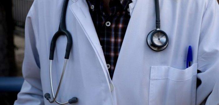 «Ξεδόντιασαν» πολυδαίδαλο κύκλωμα ανάμεσά τους και 54 γιατροί που έβαλαν μέσα τον ΕΟΠΥΥ 5 εκατ. ευρώ