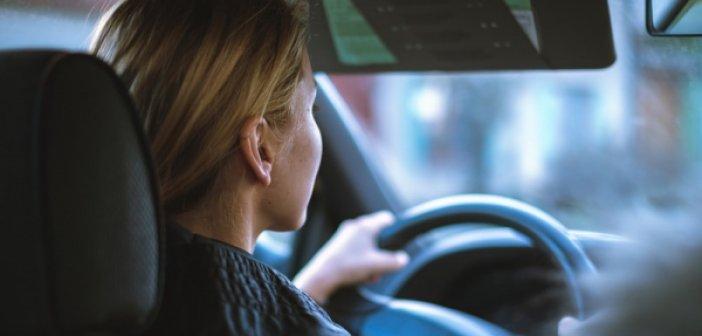 Αγρίνιο: Τα τεχνάσματα αγνώστου για να αναγκάσει την οδηγό να βγει από το αυτοκίνητο – Μαρτυρία