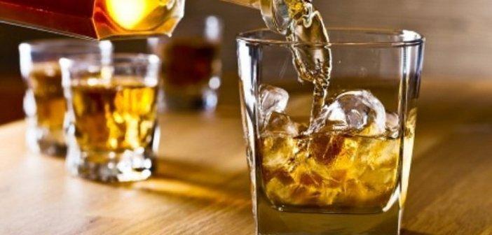 Αγρίνιο: 5.000 ευρώ πρόστιμο στους ιδιοκτήτες καφέ που σέρβιραν ποτά μέσα στο κατάστημα