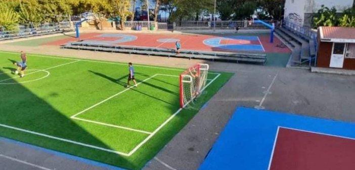 Ναύπακτος: Διευρύνονται οι αθλητικές υποδομές σε αύλειους χώρους σχολείων