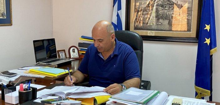 Ο Β. Γκίζας υπέγραψε τη σύμβαση για την ανάπλαση της πλατείας Κεφαλοβρύσου