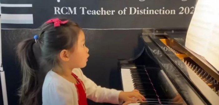 4χρονη παιδί – θαύμα έμαθε πιάνο στην πανδημία -Της ζήτησαν να παίξει στο Κάρνεγκι Χολ [βίντεο]