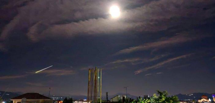 Μετεωρίτης «έσκισε» τον ουρανό της Ελλάδας και έκανε τη νύχτα μέρα – Ορατό το φαινόμενο και από την Αιτωλοακαρνανία