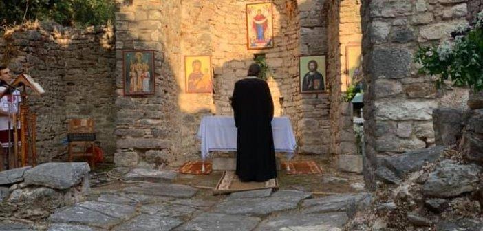 Θέρμο: Πανηγυρικός Εσπερινός στον ερειπωμένο ναό της Αγίας Σοφίας (εικόνες)