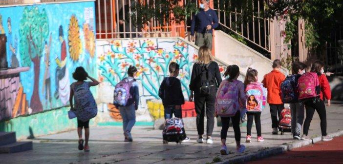 Ελληνική Παιδιατρική Εταιρεία: «Δύσκολο να κρατήσουμε τα σχολεία ανοιχτά από τον Δεκέμβριο και μετά»
