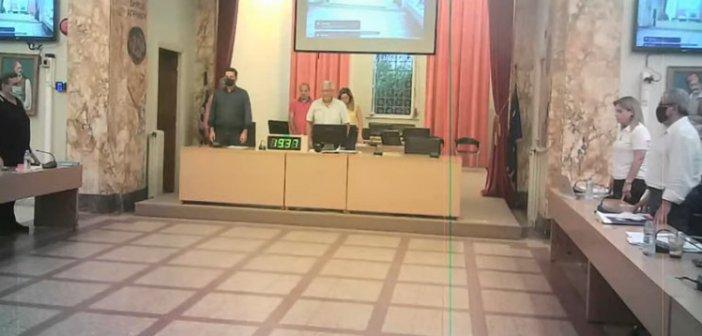 Απόδοση τιμών από το δήμο Αγρινίου για τον Μίκη Θεοδωράκη και διαφωνία για το πολιτικό  πλαίσιο του ψηφίσματος