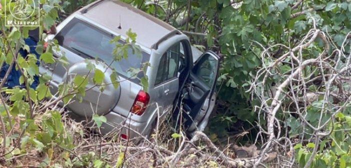 Αμφιλοχία: Αυτοκίνητο σταμάτησε σε …δέντρο!