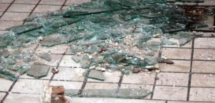 Θρασύτατοι έσπασαν φαρμακείο στο κέντρο του Αγρινίου, έφυγαν όμως με άδεια χέρια!
